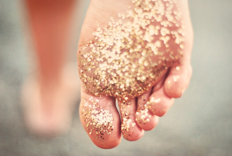 golden-bare-feet-wallpaper-wp5008077