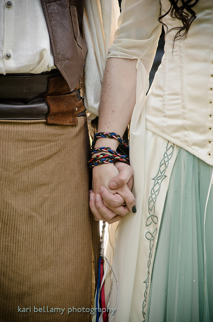 holding-hands-sweetly-wallpaper-wp5207508