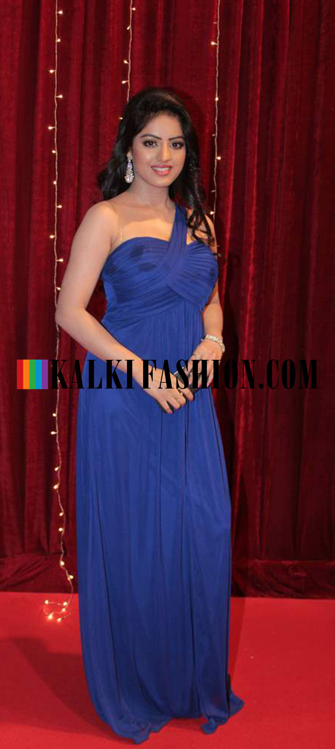 http-www-kalkifashion-com-Blue-being-the-flavour-of-the-night-Deepika-Singh-stepted-in-a-blue-wallpaper-wp5207691