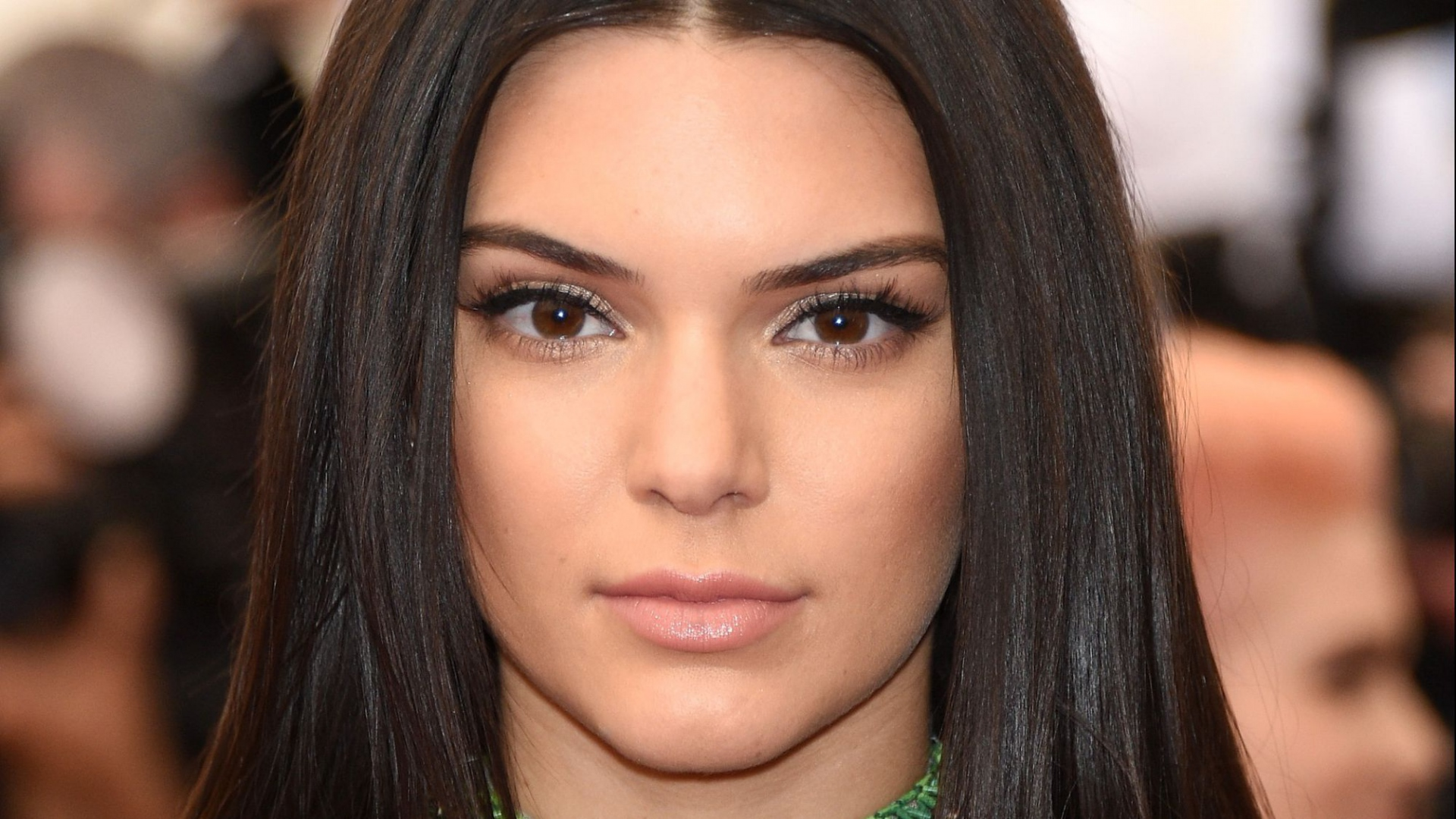 kendall-jenner-straight-hair-brown-eyes-attractive-1920×1080-wallpaper-wp3407738
