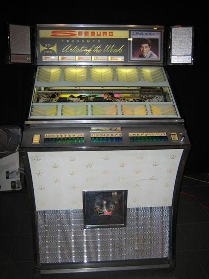 le-juke-box-élèment-indispensable-des-cafés-de-jeunes…-wallpaper-wp4808344