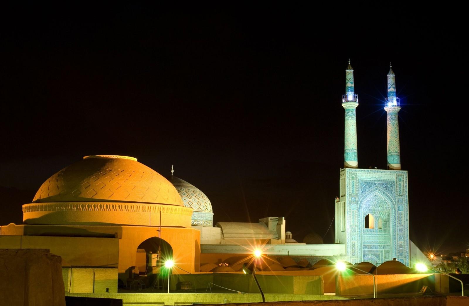 mosque-in-night-lights-yazd-iran-x-jpg-×-pixels-wallpaper-wp6004983