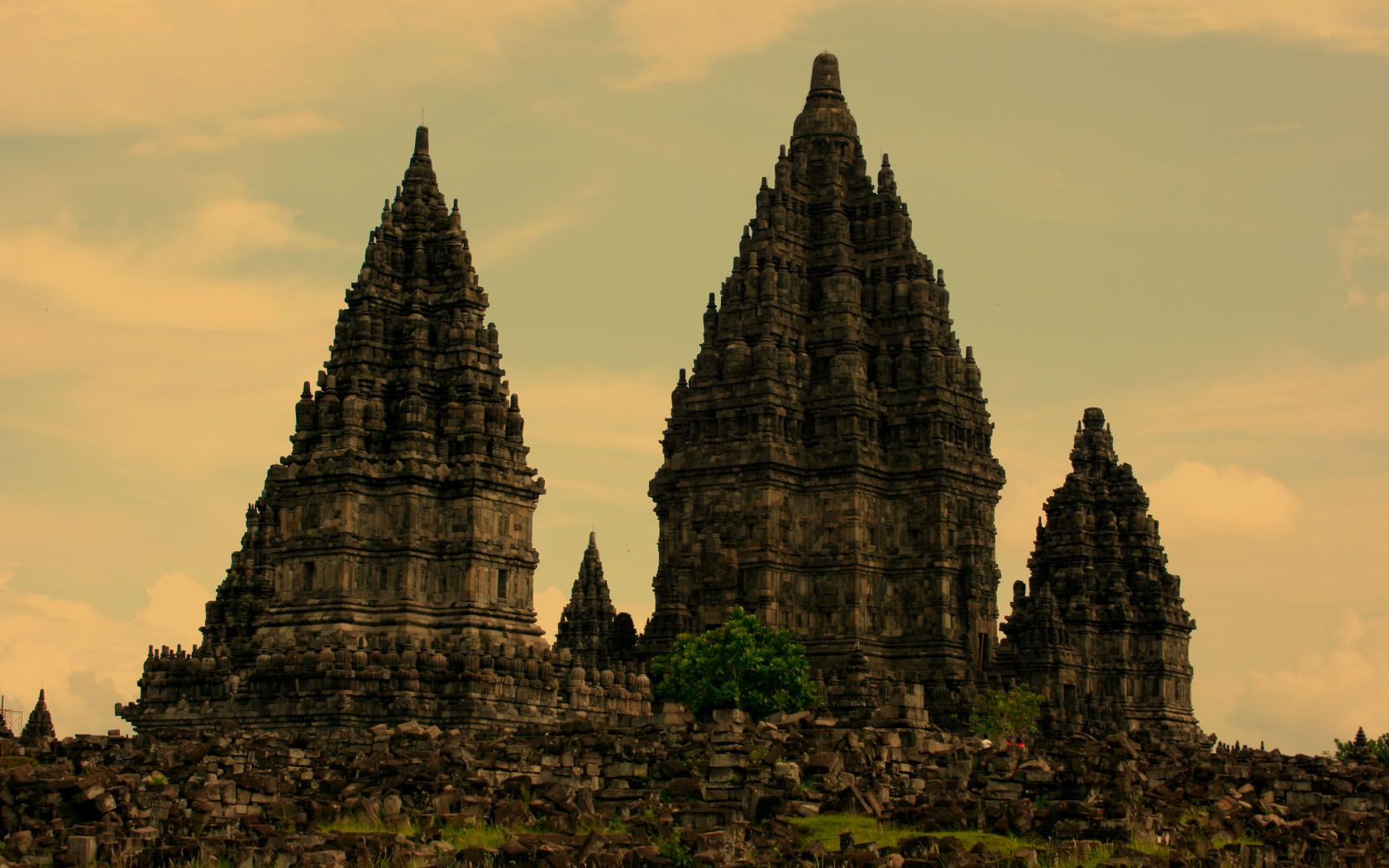 ruins-indonesia-java-prambanan-temples-x-wallpaper-wp428877-1