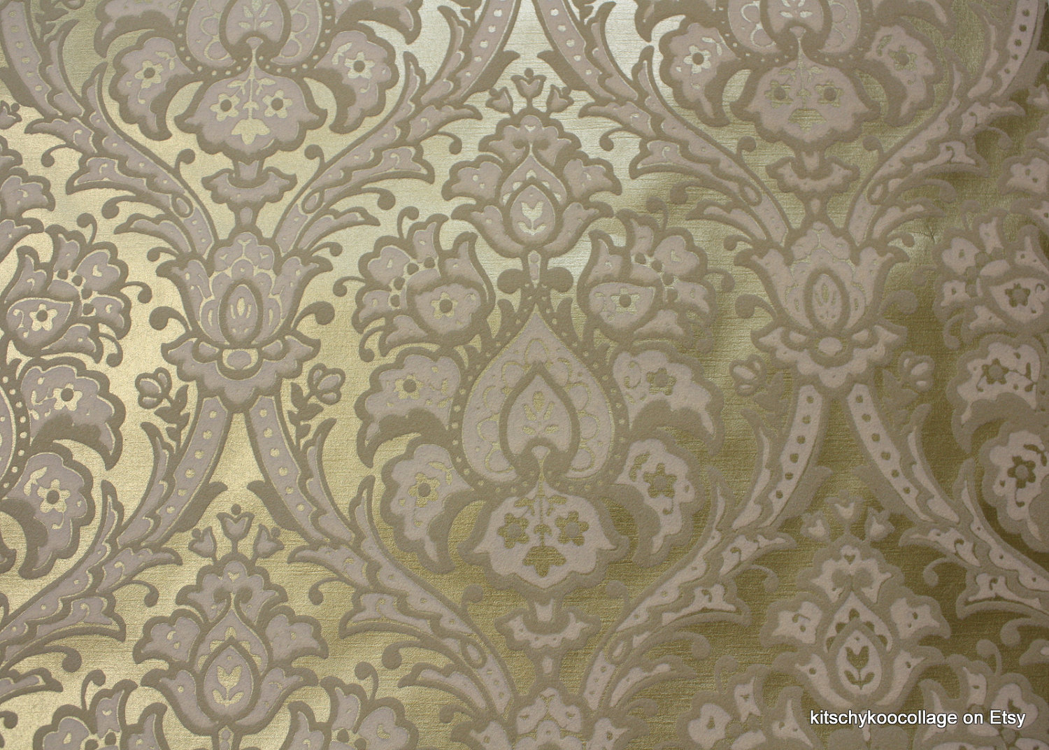 s-Vintage-Flocked-Metallic-Gold-and-white-flocked-Damask-wallpaper-wp4002316