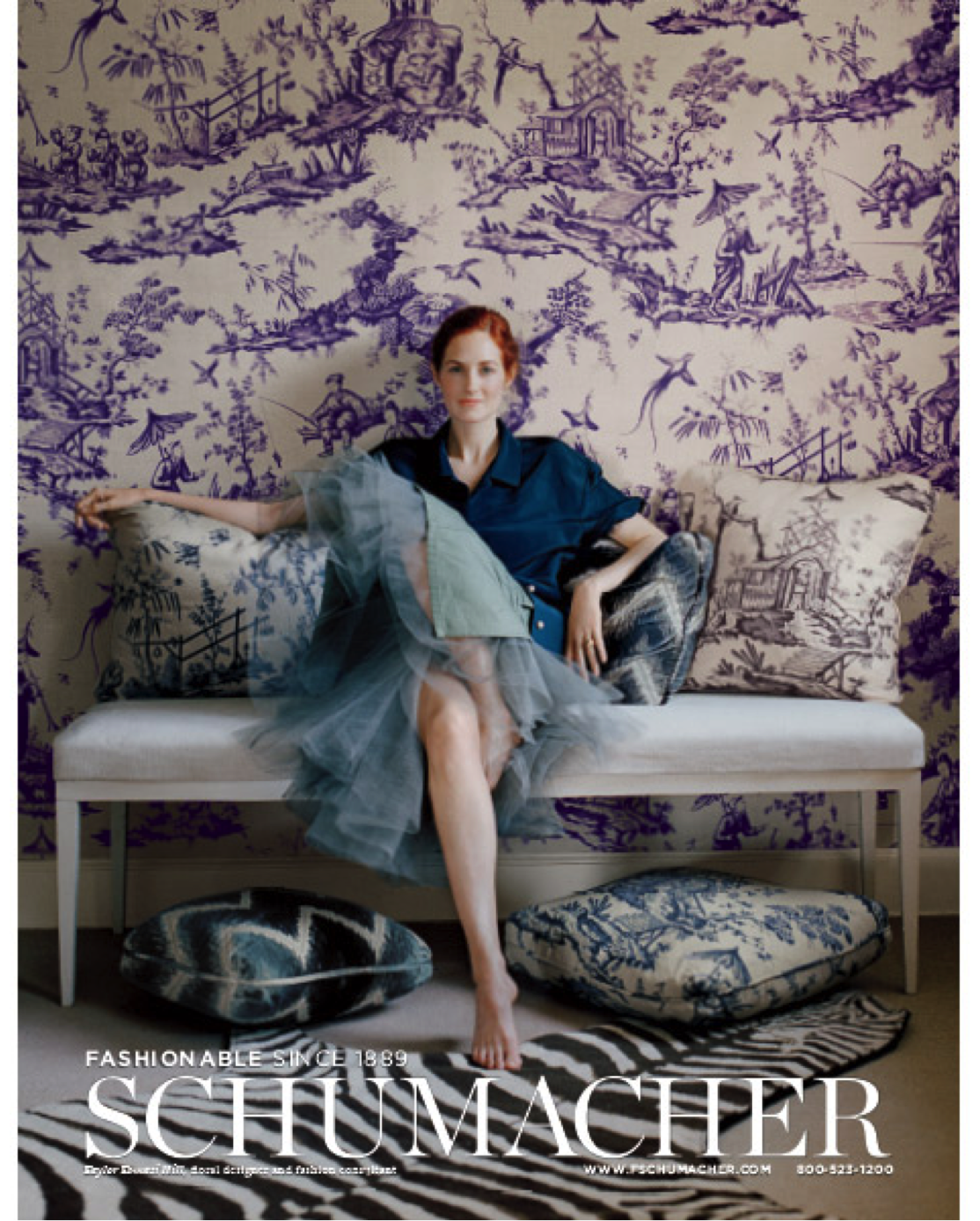 """st-century-""""it""""-girl-Taylor-Tomasi-Hill-reclines-against-a-wall-covered-in-Shengyou-Toil-wallpaper-wp5003382"""