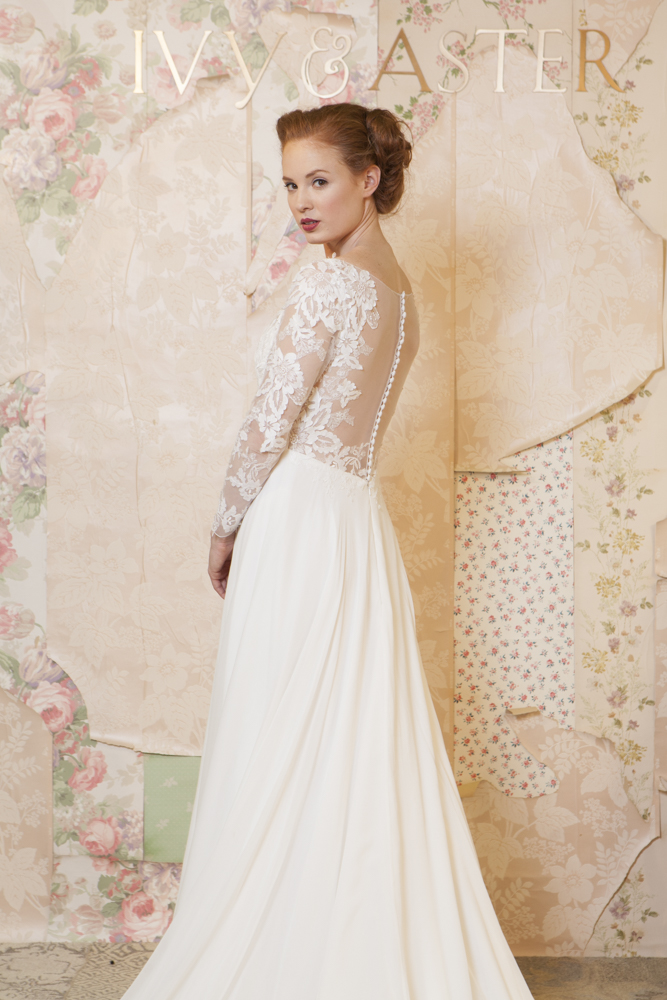 wedding-dress-fashion-and-photography-with-romantic-vintage-backdrop-Adrianna-Favero-Ph-wallpaper-wp600341