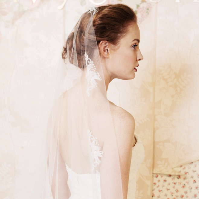 wedding-dress-fashion-and-photography-with-romantic-vintage-backdrop-Adrianna-Favero-Ph-wallpaper-wp6006396