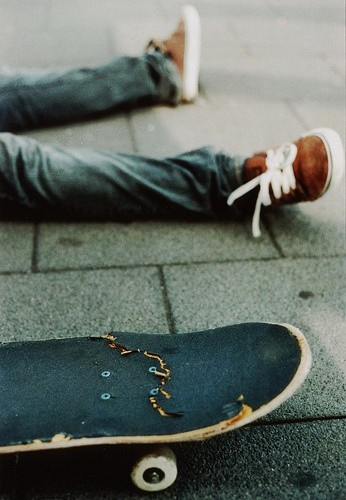 All-busted-up-Broken-Skateboards-wallpaper-wpc5802041