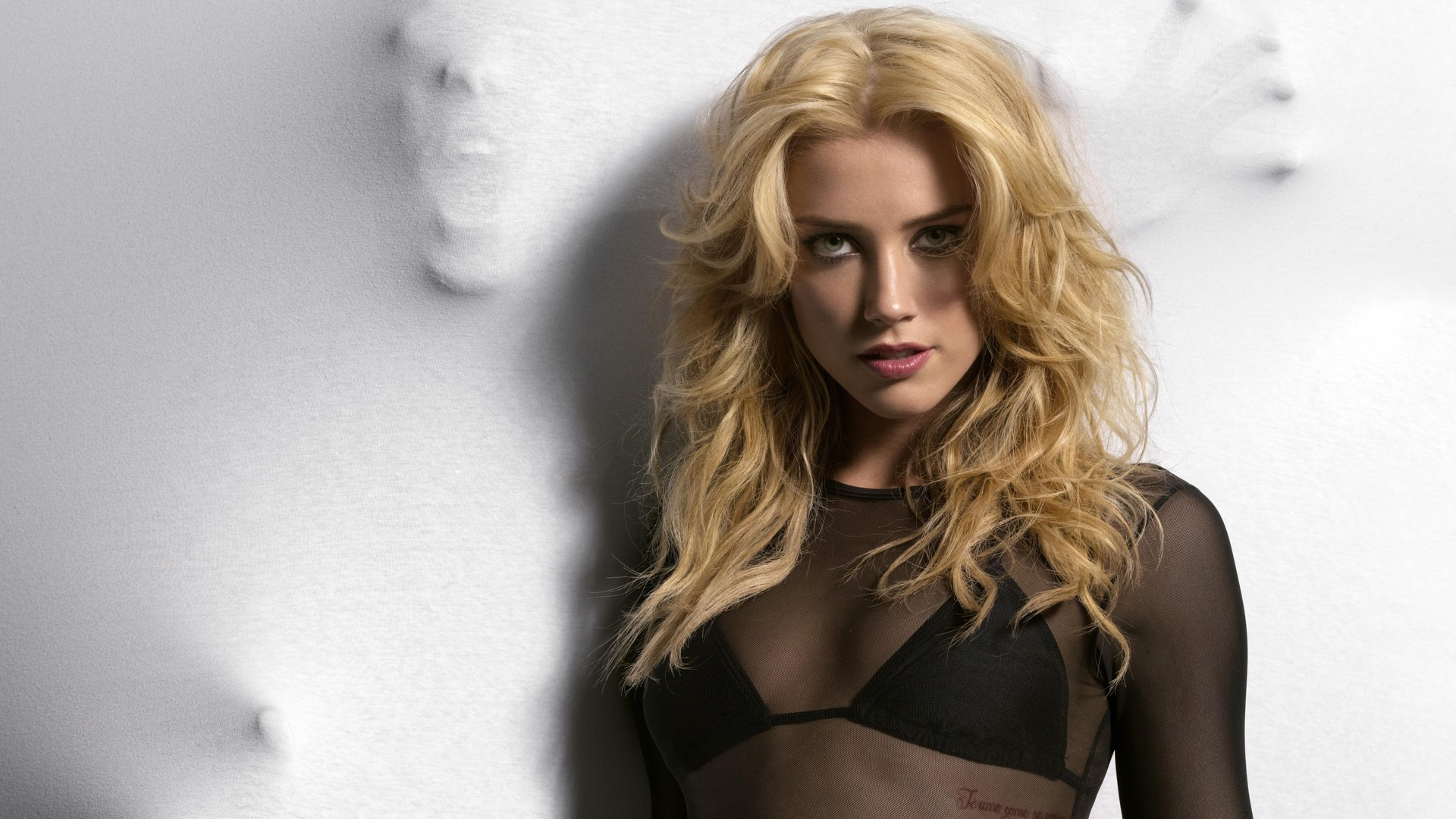 Amber-Heard-wallpaper-wp360161