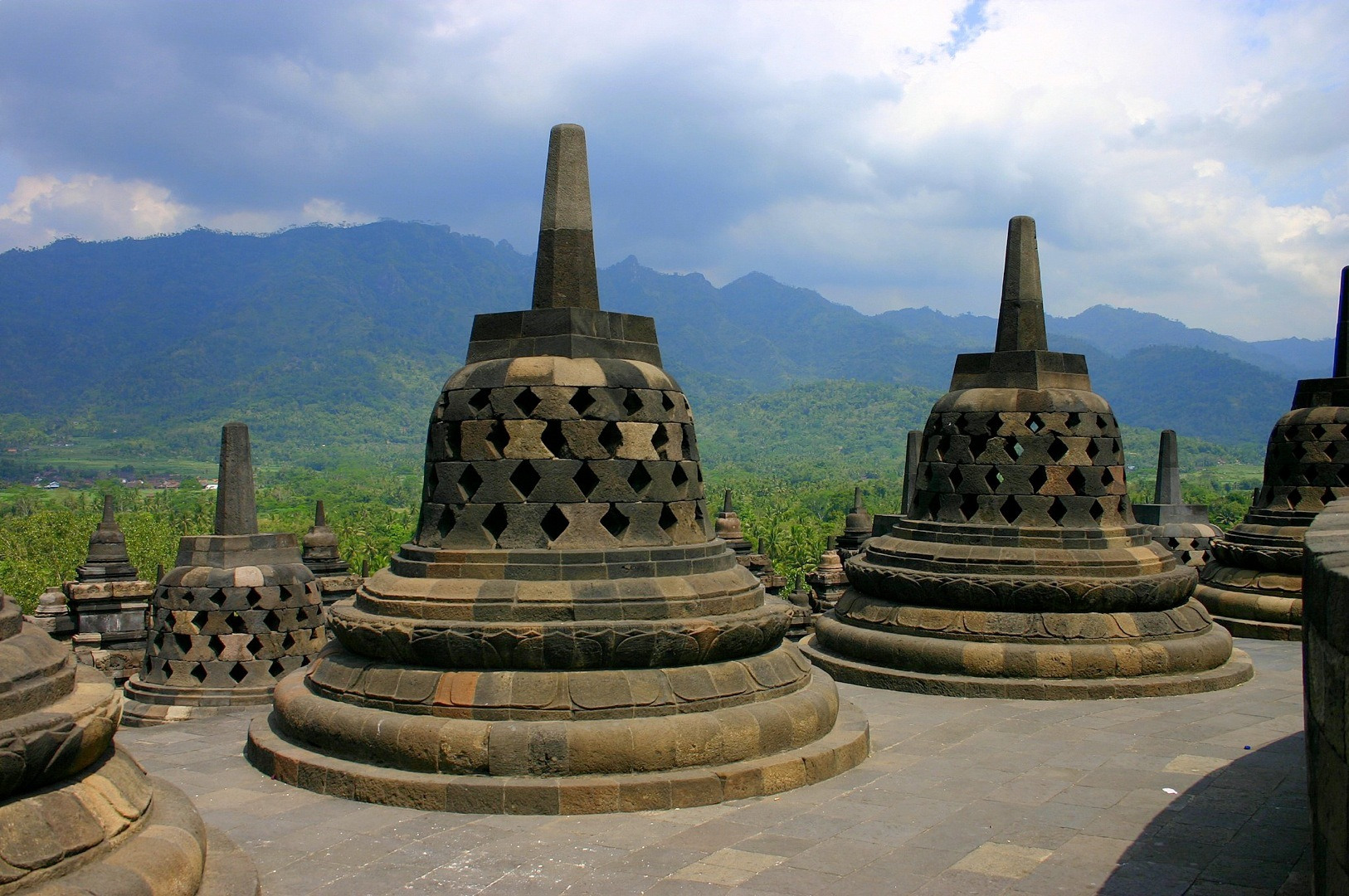 Borobudur-Mahayana-Buddhist-Temple-HD-×1080-wallpaper-wp3803397