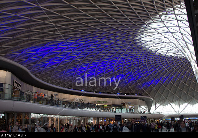 Commuters-at-Kings-Cross-Railway-station-in-London-Stock-Photo-wallpaper-wpc9003707