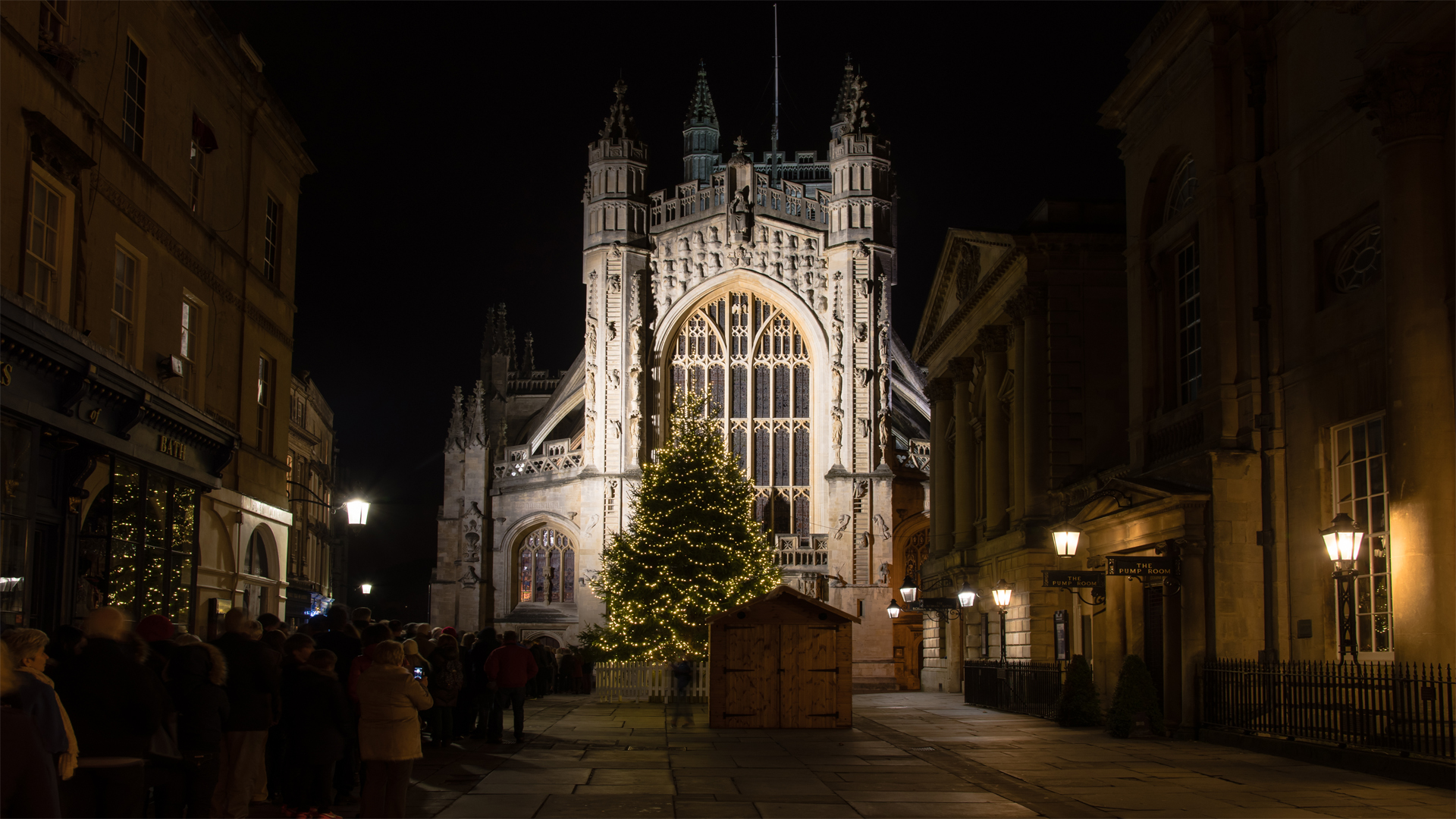 People-queue-for-Christmas-Midnight-Mass-at-Bath-Abbey-1920x1080-wallpaper-wpc5808017