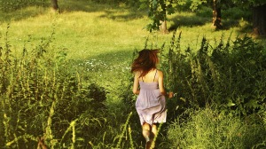 Preview-girl-green-summer-grass-runs-1920x1080-wallpaper-wpc9008650